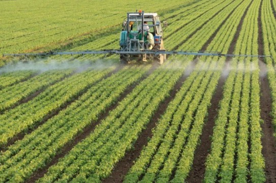 Tractor-Chemicals-Crops